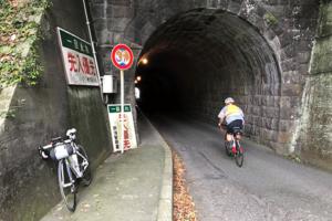 錦ヶ浦のトンネル。心霊スポットになってるじゃん。