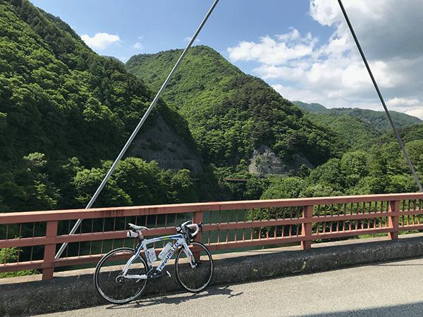 塩川ダム付近